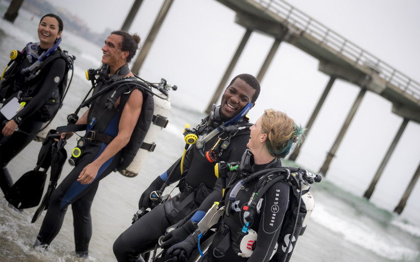 Scripps Oceanography students participate in the scientific diving program.