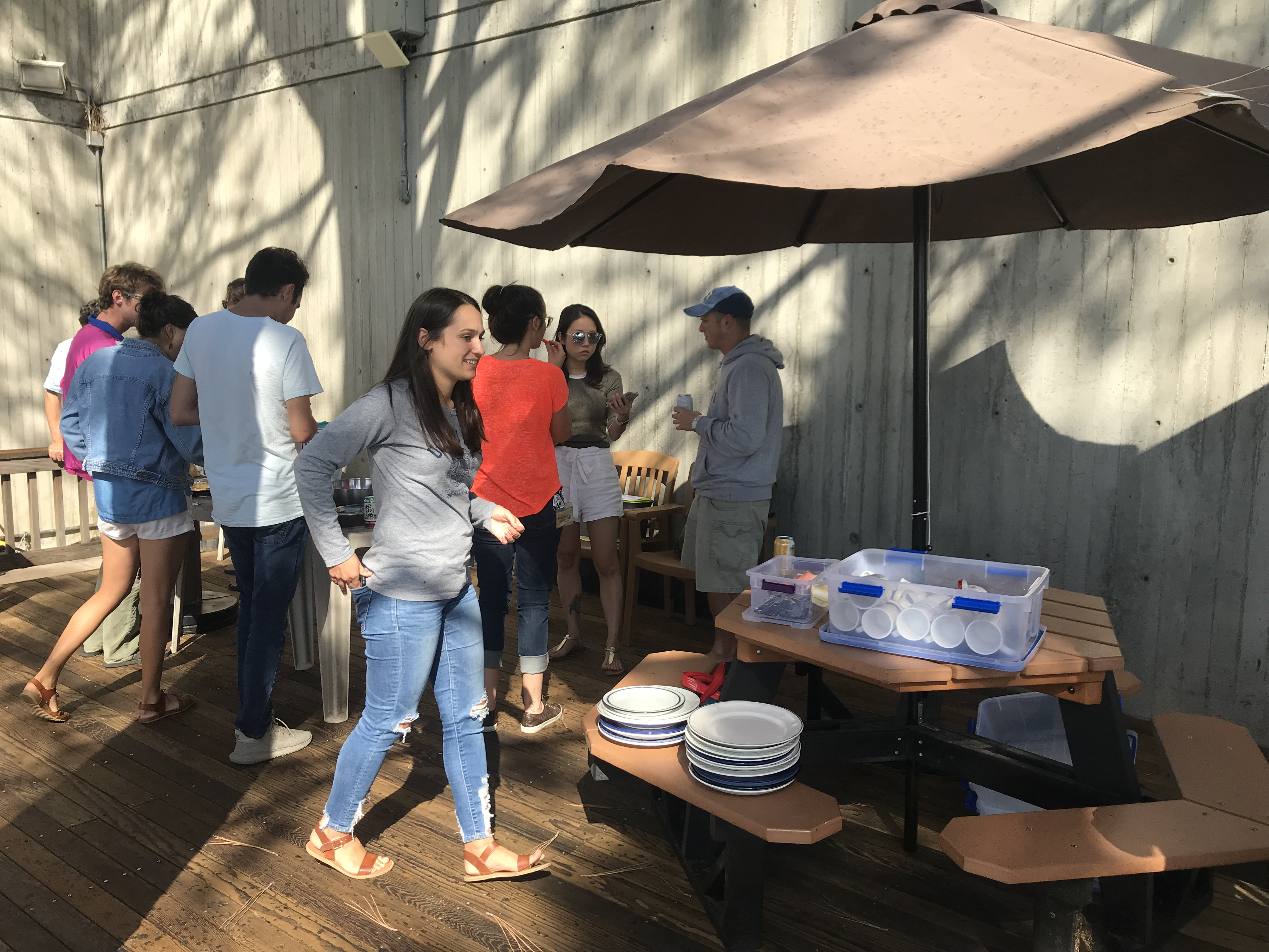 The 2018 MAS cohorts enjoy the Scripps reusable dish set at an afternoon get-together in September