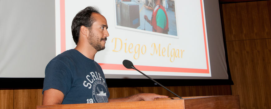 Diego Melgar accepts the Frieman Prize in 2014.