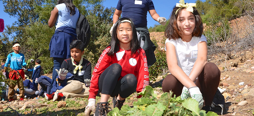 March 2017 event in Manzanita Canyon drew nearly 1,000 4th graders to restore habitat. Photo: Ocean Discovery Institute