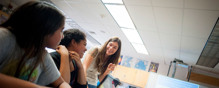 Scripps grad student and  Classroom Connection fellow Sarah Lerch instructs seventh grade students