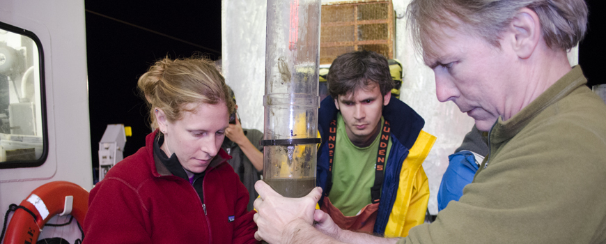 Scripps Graduate Students Discover Methane Seep Ecosystem off San Diego