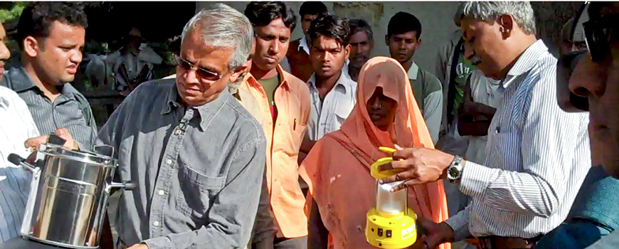 Scripps' V. Ramanathan distributes clean cookstoves in India