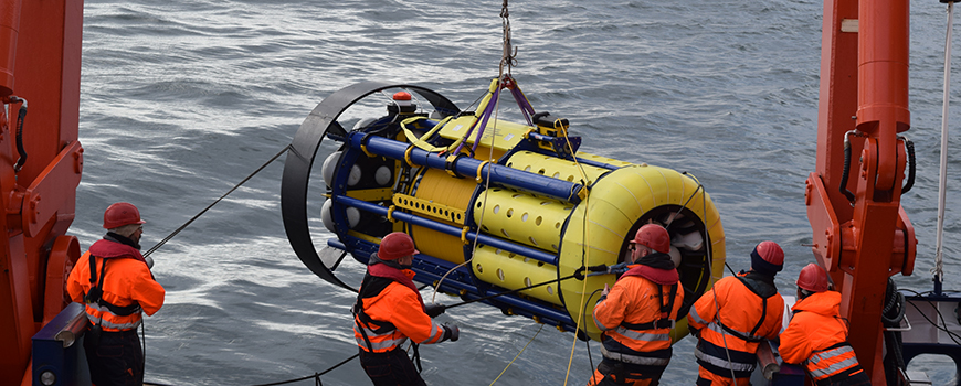 Crew deploys the SeaCycler on May 22, 2016 for year-long measurements in the central Labrador Sea. Photo: Kat Fupsova